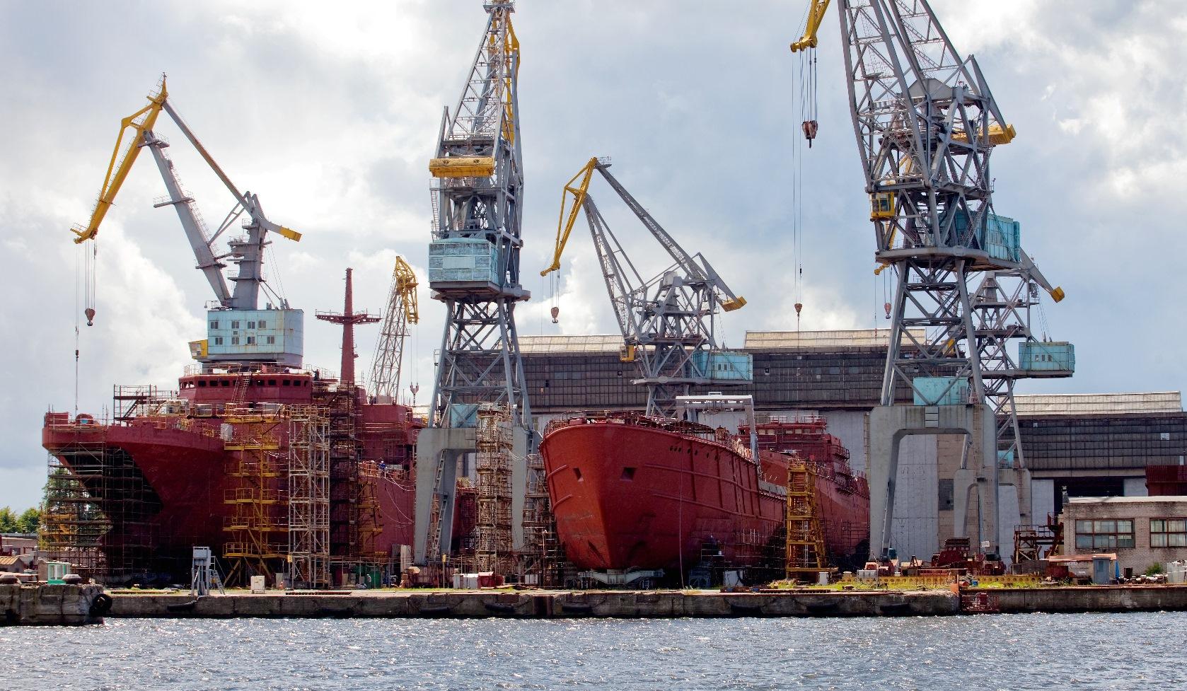 На активной стадии работы по реконструкции достроечной набережной судостроительного завода «Янтарь»