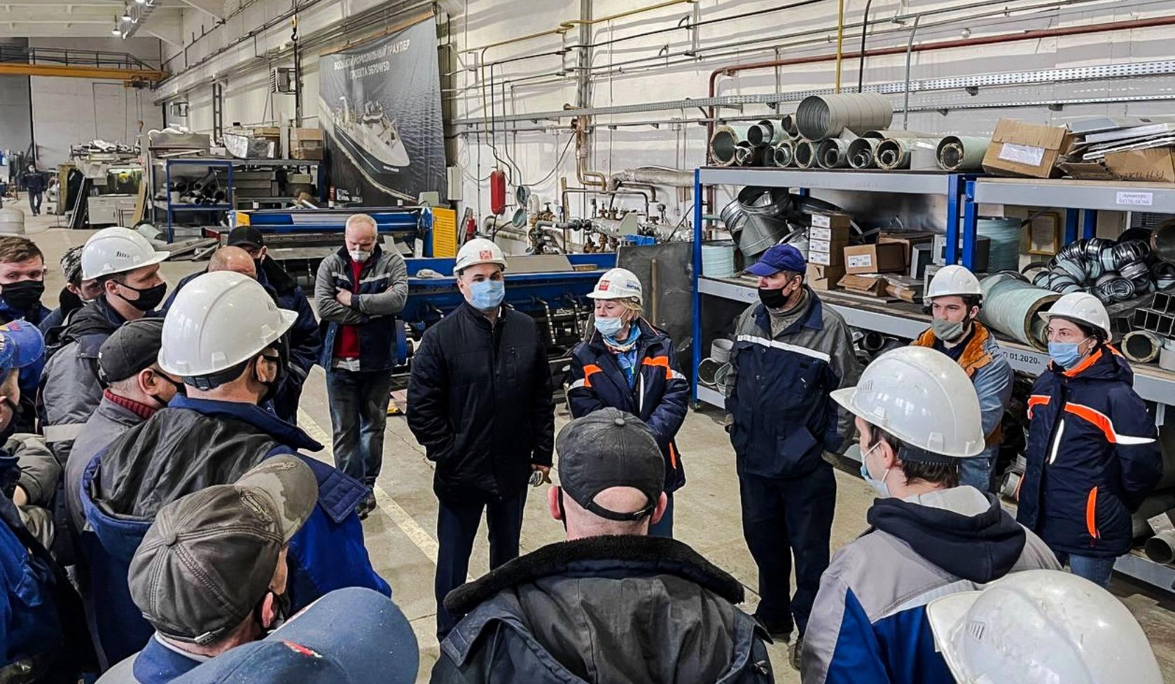 Генеральный директор завода обсудил с коллективом цеха 43 вопросы развития производственной системы